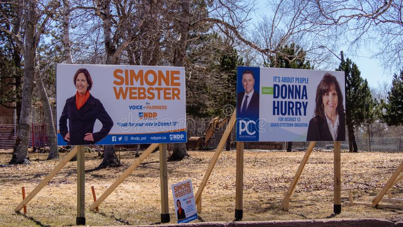 Sinais da eleição do partido do PC de NDP PEI e de PEI para a eleição provincial 2019 em Charlottetown, Canadá foto de stock royalty free