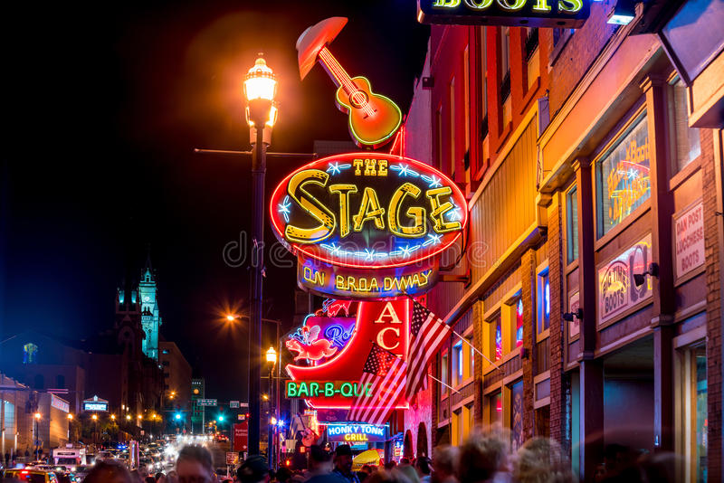 Sinais de néon em mais baixo Broadway Nashville fotografia de stock royalty free