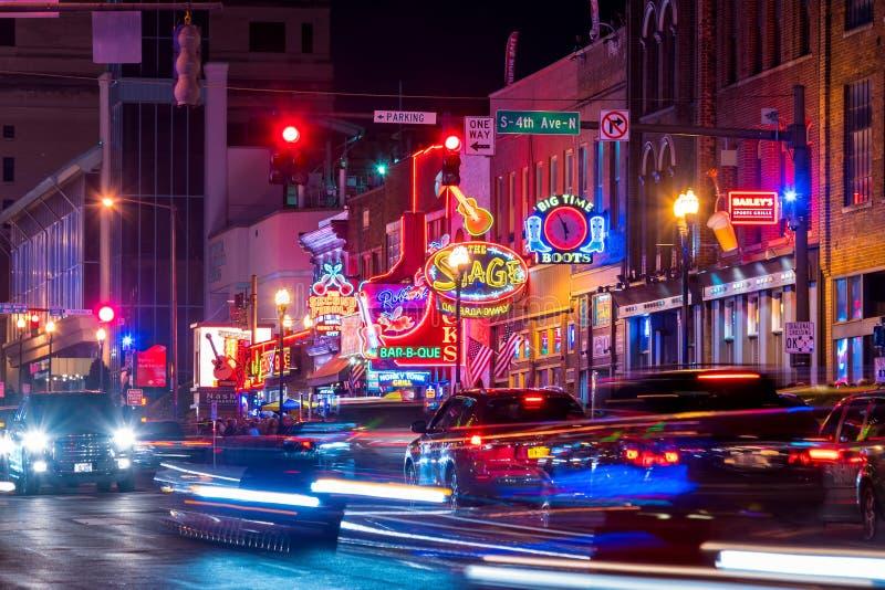Sinais de néon em mais baixo Broadway Nashville fotos de stock