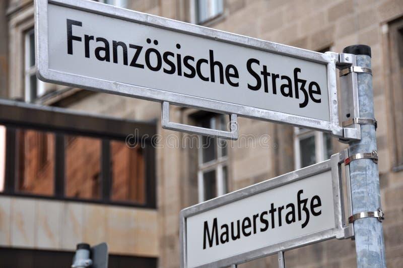 Sinais de rua de Berlim imagens de stock royalty free