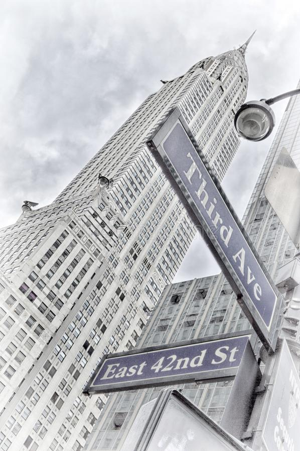 Sinais de rua de NYC Terceira avenida, 42nd rua do leste imagens de stock