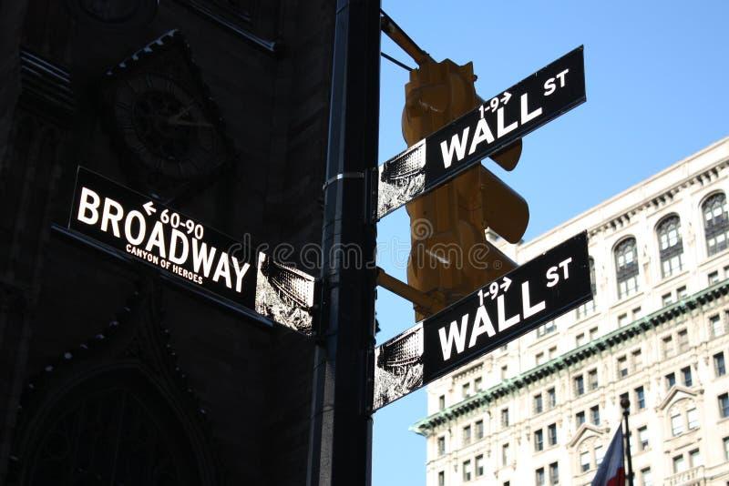 Sinais de Wall Street e de Broadway fotografia de stock