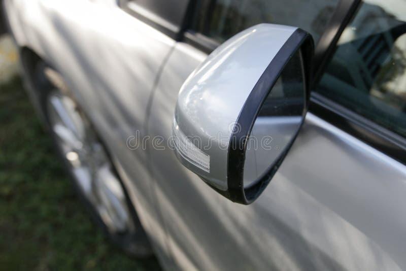 Sinais do carro, puxador da porta e espelho do lado fotografia de stock