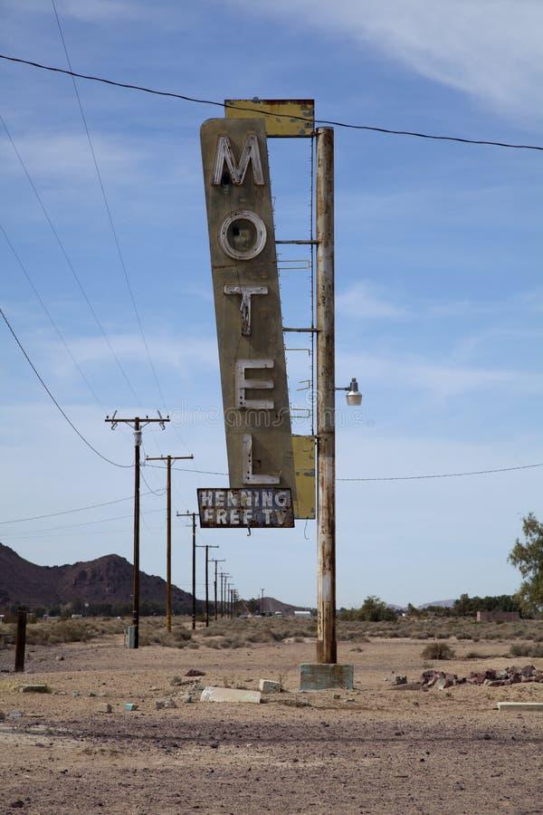 Sinal abandonado do motel, Bagdade, Califórnia foto de stock