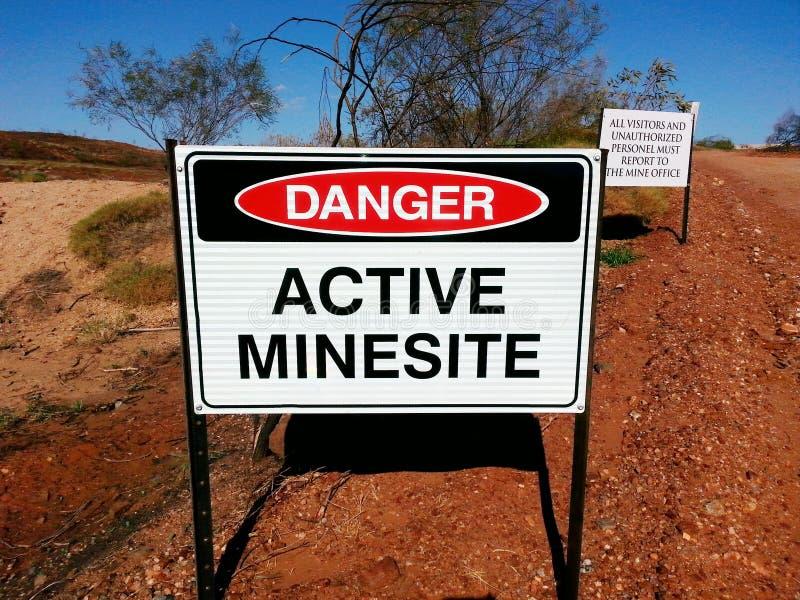 Sinal ativo do perigo do local de mineração da mina imagens de stock
