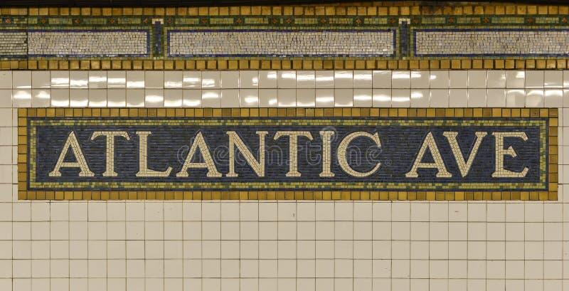 Sinal atlântico do metro da avenida, Brooklyn, New York fotos de stock