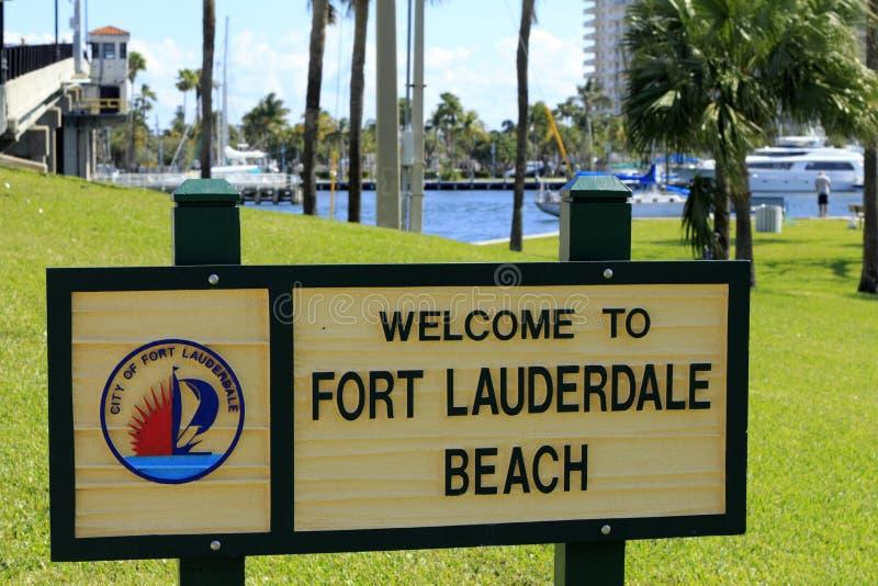 Sinal bem-vindo da praia do Fort Lauderdale imagens de stock