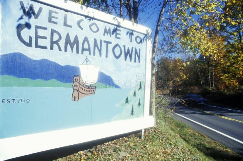 Sinal bem-vindo na entrada a Germantown, NY fotografia de stock