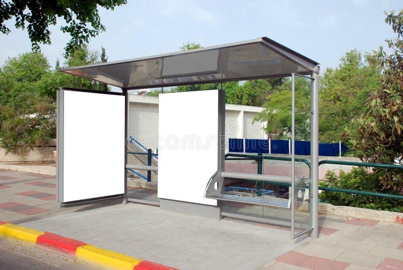 Sinal branco do paragem do autocarro fotografia de stock