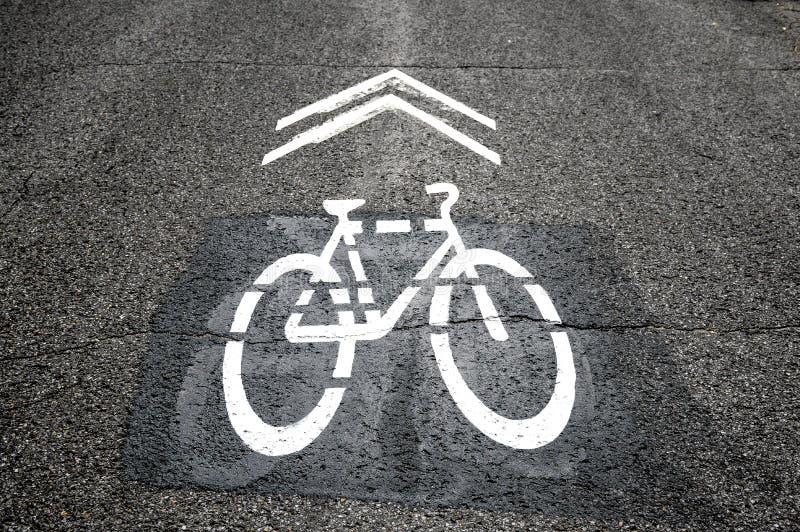 Sinal branco do trajeto da bicicleta foto de stock royalty free