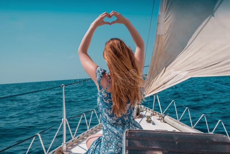 Sinal cardíaco feminino fotografia de stock royalty free