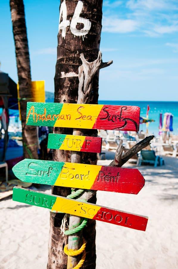 Sinal colorido da praia de Phuket na praia de Patong imagens de stock royalty free