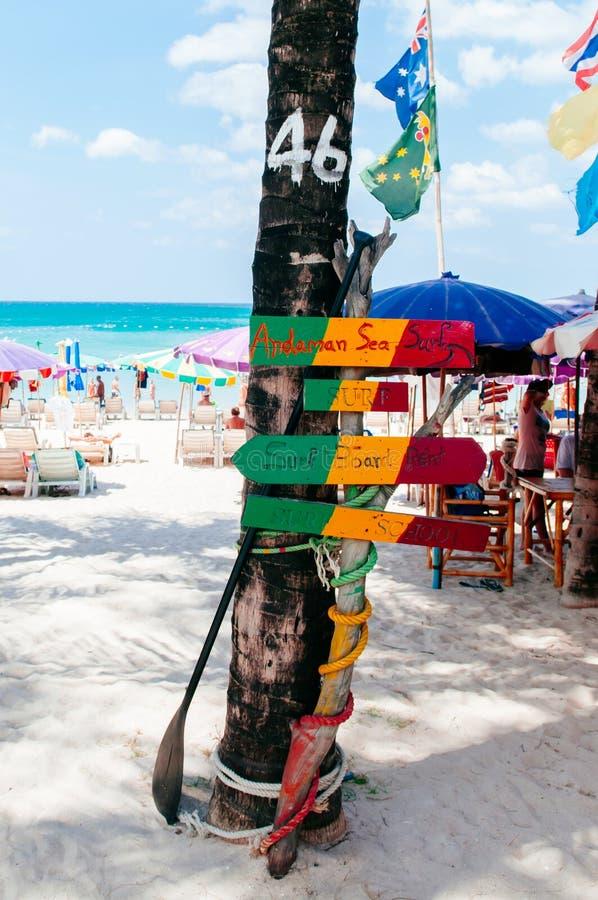 Sinal colorido da praia de Phuket na praia de Patong foto de stock