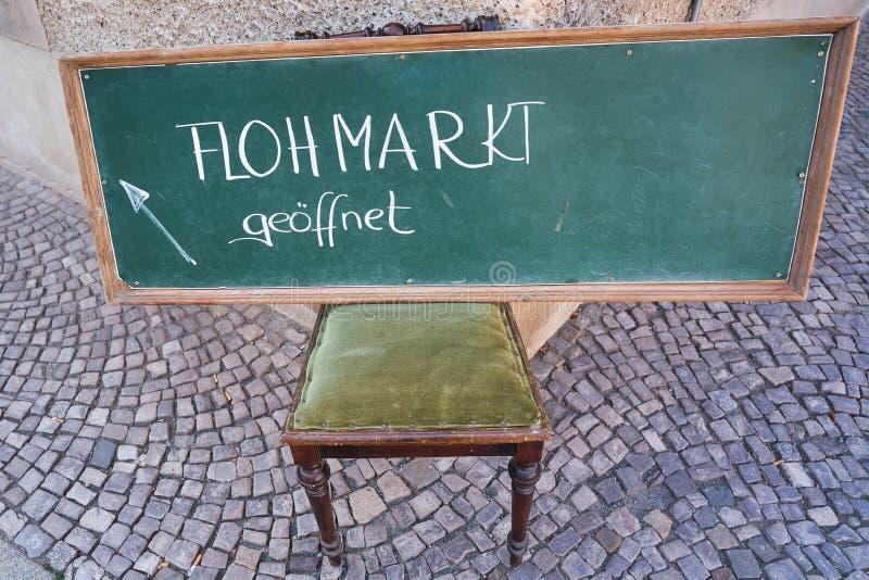 Sinal com a feira da ladra da inscrição em Quedlinburg imagens de stock