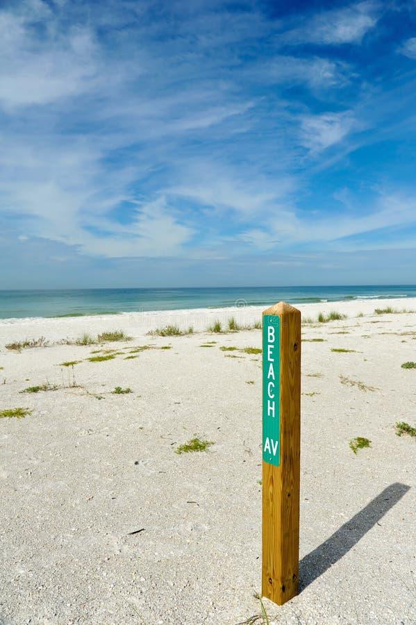 Sinal da avenida da praia foto de stock