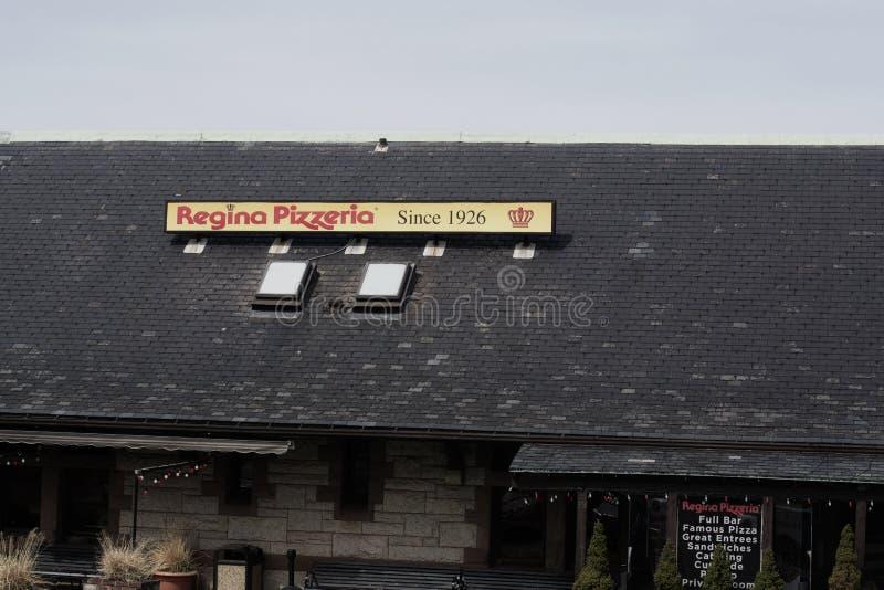 Sinal da capit?nia Regina Pizzeria em Allston Boston Massachusetts fotos de stock