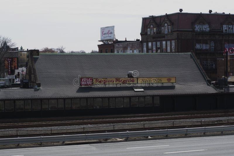 Sinal da capit?nia Regina Pizzeria em Allston Boston Massachusetts imagens de stock royalty free