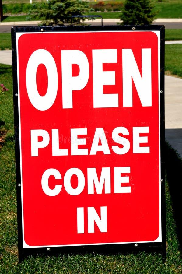 Sinal da casa aberta (entre por favor) foto de stock