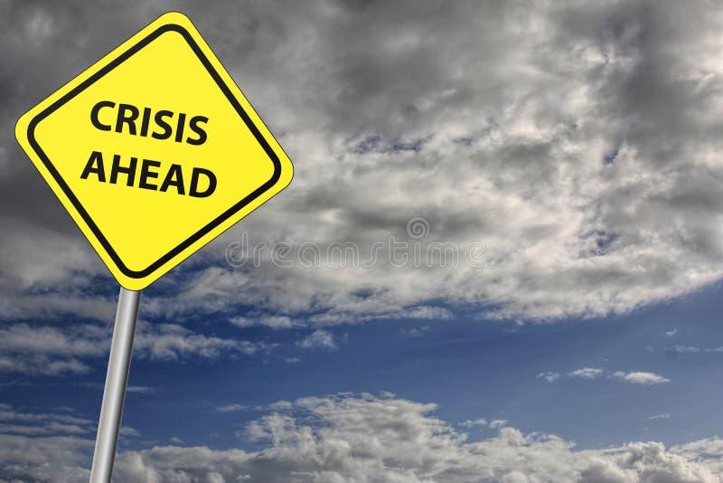 Sinal da crise adiante com o céu tormentoso como o fundo imagens de stock royalty free