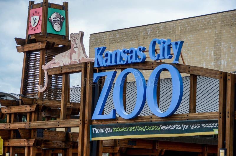 Sinal da entrada do jardim zoológico de Kansas City fotografia de stock royalty free