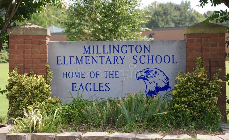 Sinal da escola primária de Millington fotografia de stock royalty free