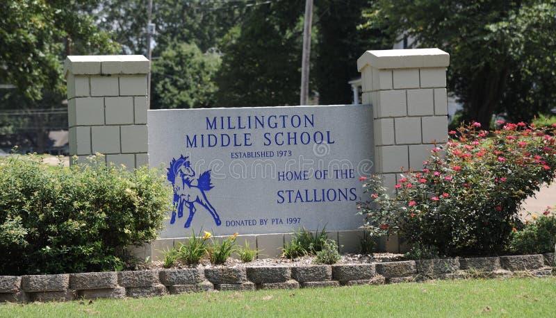 Sinal da escola secundária de Millington fotografia de stock