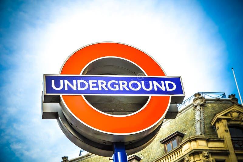 Sinal da estação subterrânea de Londres fotos de stock royalty free