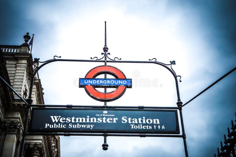 Sinal da estação subterrânea de Londres Wesminister foto de stock royalty free