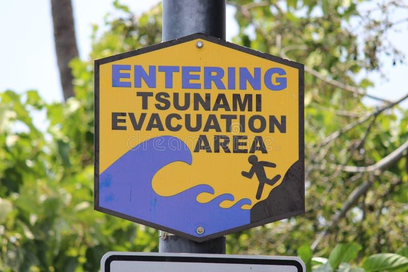 Sinal da evacuação do tsunami fotografia de stock