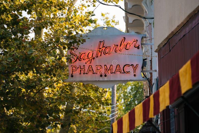 Sinal da farmácia do porto da caída, no porto da caída, New York imagem de stock royalty free