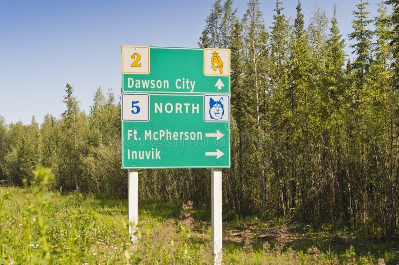 Sinal da junção da estrada de Yukon fotografia de stock royalty free
