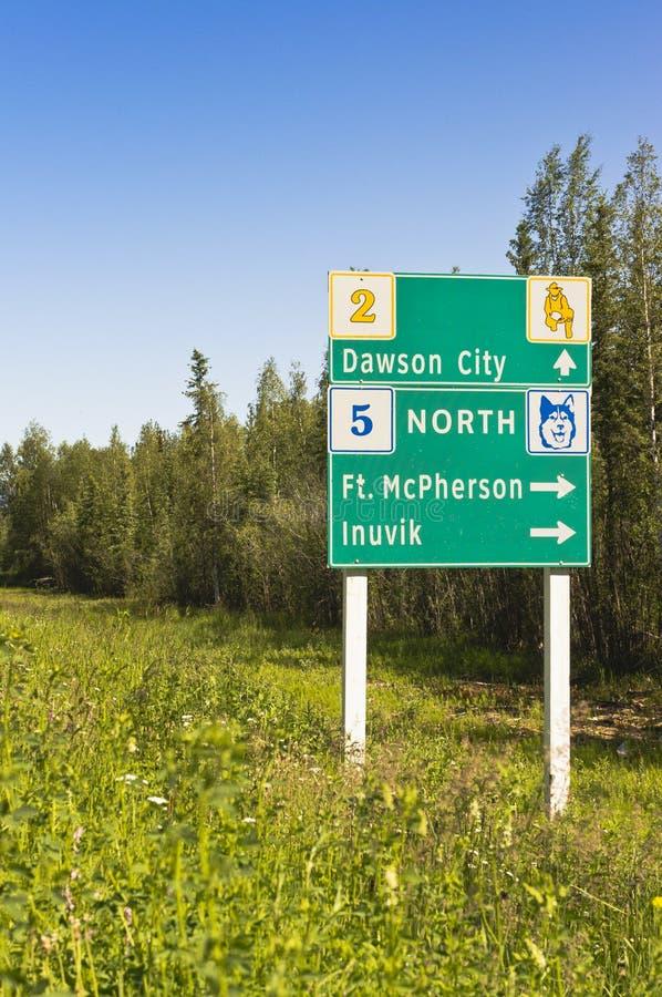Sinal da junção da estrada de Yukon fotos de stock
