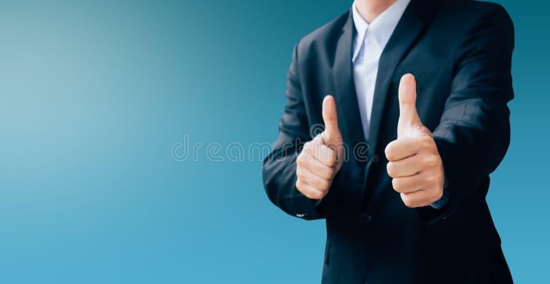Sinal da mão do homem de negócio sobre o bom trabalho imagem de stock