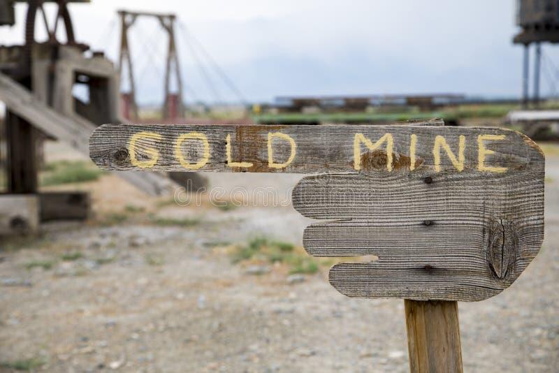 Sinal da mina de ouro imagens de stock royalty free
