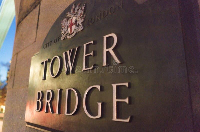 Sinal da ponte da torre de Londres - Londres Inglaterra Reino Unido imagem de stock