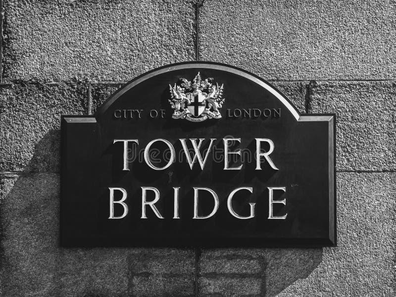 Sinal da ponte da torre imagem de stock royalty free