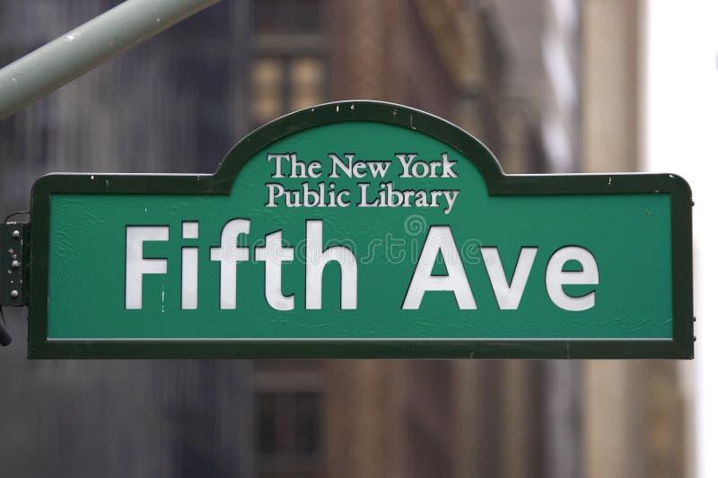 Download Sinal da Quinta Avenida imagem de stock. Imagem de marcador - 352911