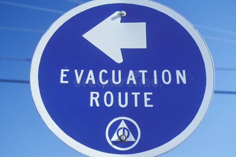 Sinal da rota da evacuação fotos de stock