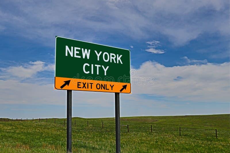 Sinal da saída da estrada dos E.U. para New York City foto de stock royalty free