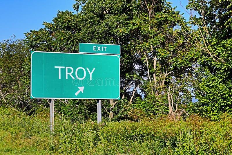 Sinal da saída da estrada dos E.U. para Troy fotos de stock