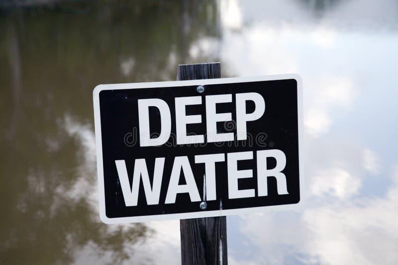 Sinal das águas profundas foto de stock