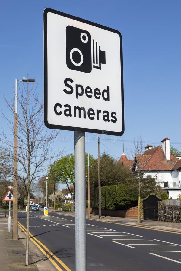 Sinal das câmeras da velocidade imagem de stock