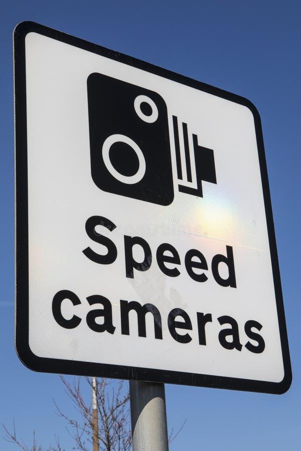 Sinal das câmeras da velocidade imagem de stock royalty free