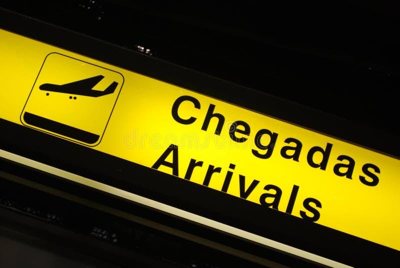 Sinal das chegadas no aeroporto fotografia de stock