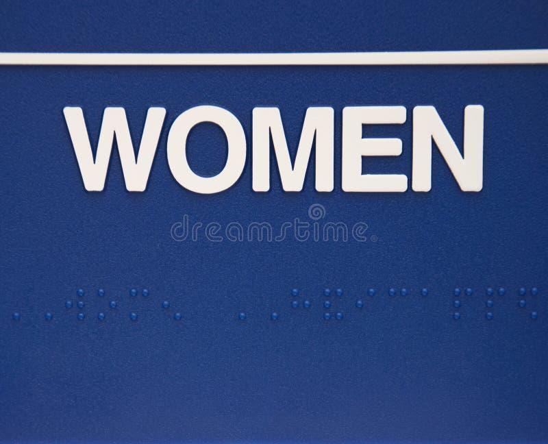 Sinal das mulheres com braille. fotos de stock