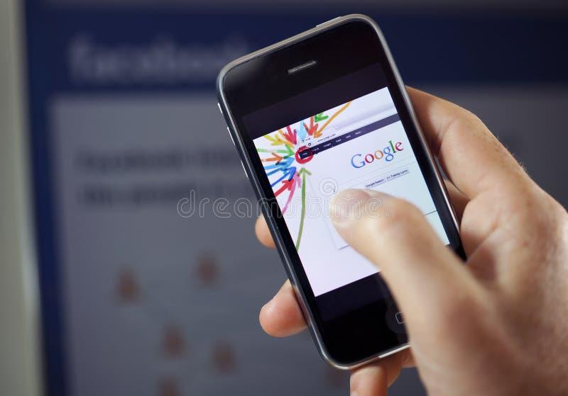 Sinal de adição de Google contra Facebook imagem de stock