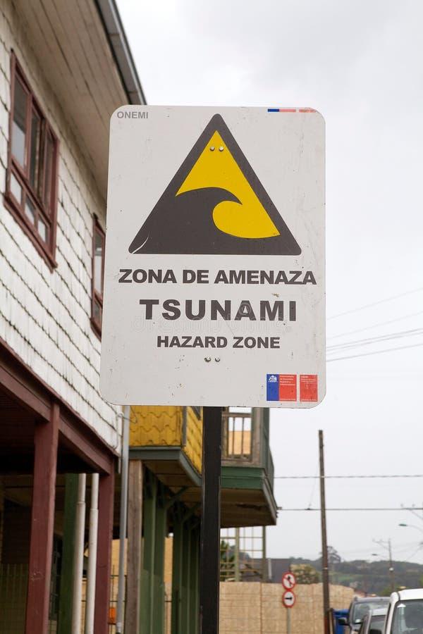 Sinal de aviso chileno do tsunami, o Chile foto de stock