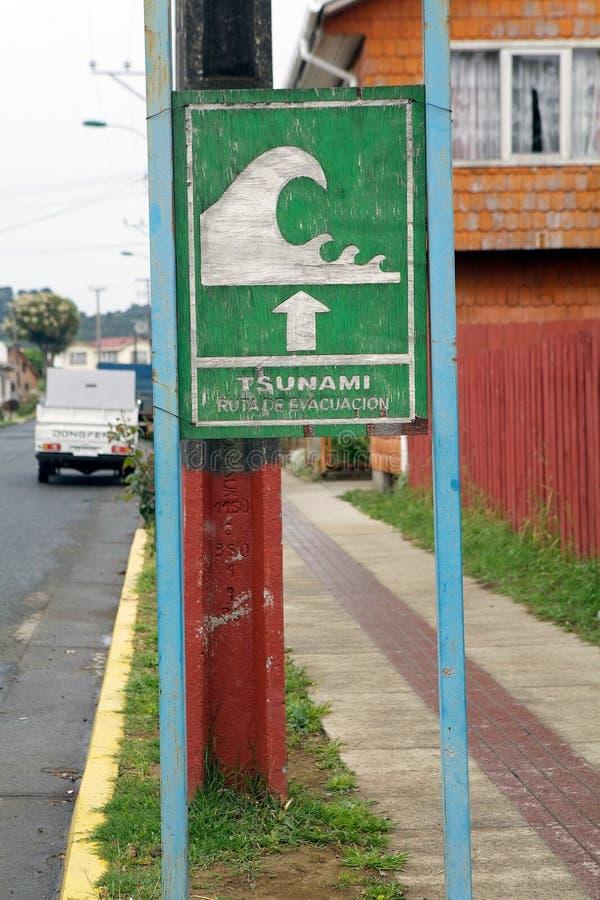 Sinal de aviso chileno do tsunami, o Chile imagem de stock royalty free