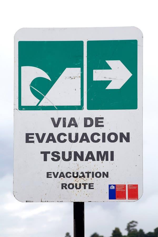 Sinal de aviso chileno do tsunami, o Chile fotografia de stock