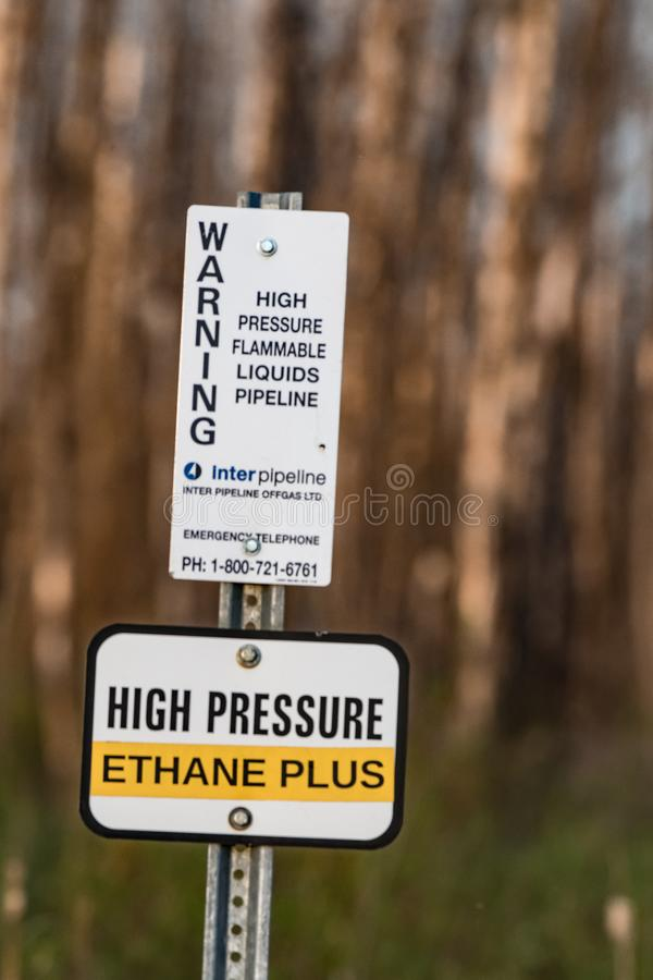 Sinal de aviso do encanamento da etana fotos de stock